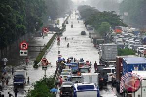 Jalan lintas tengah Sumatera terendam banjir