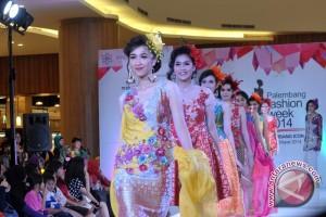 Bengkulu gandeng model internasional kenalkan batik besurek