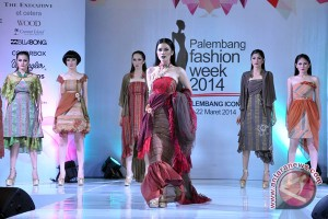 Puncak Palembang Fashion Week bertabur songket