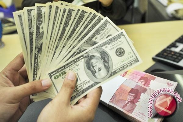 Dolar AS melemah setelah pernyataan Fed dan pemilu Belanda