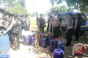 Polisi Mukomuko sita puluhan liter tuak