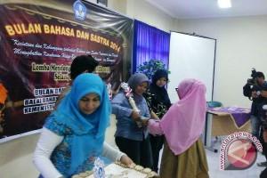 Balai Bahasa Sumsel beri penghargaan pada tiga wartawan