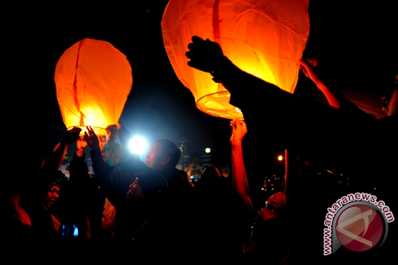 Kulon Progo gelar festival lampion apung 2017