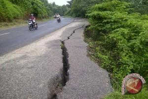 Jalan lintas Baturaja-Palembang rusak parah