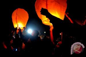 4.700 Lampion sambut festival banjir kanal barat