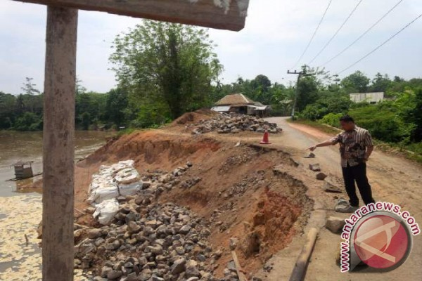 Jalan desa Batu Putih Baturaja terancam putus