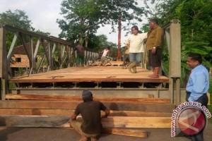 Jembatan Desa Durian Ogan Komering Ulu putus