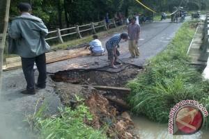 Jalur Riau-Sumbar dialihkan akibat jembatan rusak