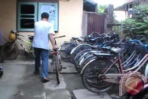 Usaha penitipan sepeda di Palembang masih bertahan