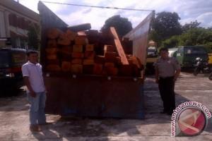 DPRD Sumsel minta angkutan kayu patuhi peraturan