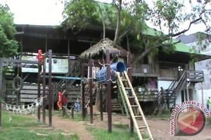 Meracik menu pendidikan dari pinggir hutan