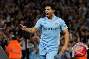 Penyerang Argentina Aguero pingsang saat melawan Nigeria