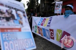 Ramai-ramai galang dana untuk Rohingya