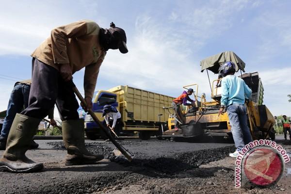 PT Indo Mandiri perbaiki jalan rusak