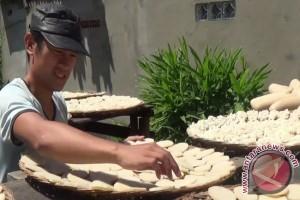Kerupuk kemplang kuliner pelengkap Idul Fitri