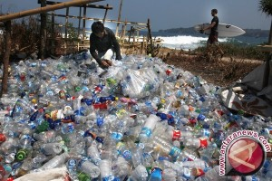 Sampah plastik kotori laut Batam