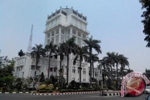 Pertokoan kawasan sudirman Palembang dicat warna-warni