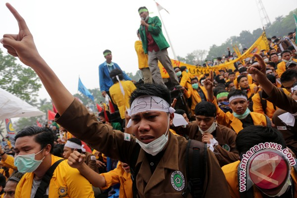 Aliansi BEM Sumatera Selatan demo di DPRD