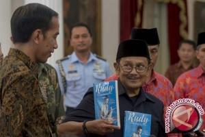 BJ Habibie kenalkan buku berjudul Rudy