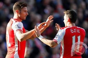 Tendagan akrobatik Giroud bawa Arsenal kemenangan