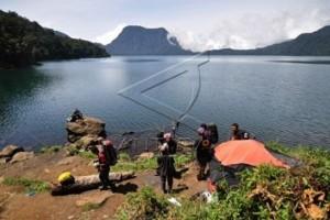 Limbah sampah rusak ekosistem ikan di Danau Ranau