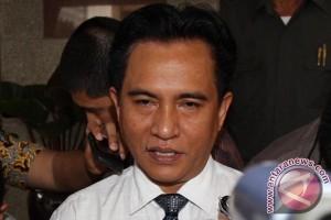 Yusril: Menkumham wajib tertibkan SK baru Golkar