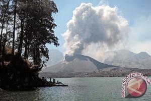 Abu vulkanik gunung barujari tidak sampai Mataram