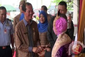 Warga Palembang akses layanan publik hari minggu