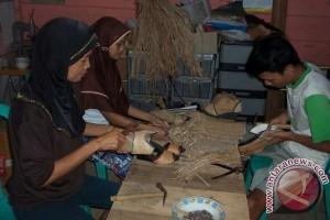 Lampung jadikan pelepah pisang bahan kerajinan