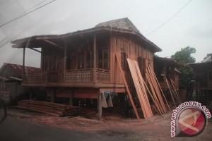 Usaha rumah bongkar pasang di Palembang eksis