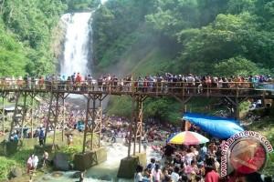 10.850 wisatawan kunjungi Air Terjun Bedegung