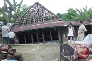 Korban luapan Sungai Lematang peroleh bantuan sembako