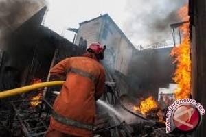Rumah warga sebelah gedung KPU Sumsel terbakar