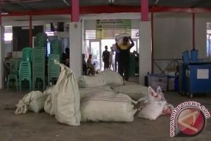 Aliansi pemuda Islam bagikan bantuan korban banjir