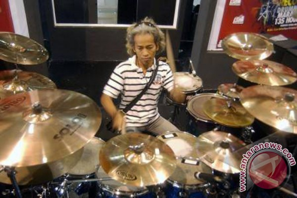 Drumer Indonesia pecahkan rekor dunia
