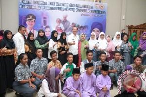 Wali Kota Palembang beri bantuan pendidikan bagi siswa tak mampu
