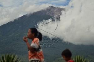 Gunung Kerinci semburkan abu vulkanik