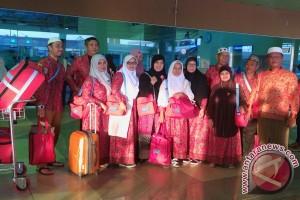 Bandara SMB II Palembang dipadati jamaah umrah