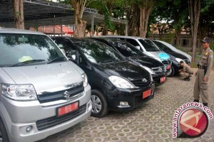Mobil dinas Bengkulu dipasangi stiker cegah penyalahgunaan