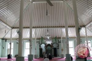 Pusri bantu Masjid dan Mushalah sekitar pabrik