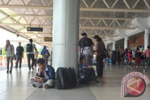 Pemudik melalui bandara Palembang normal