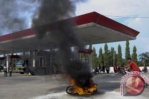 Sepeda motor terbakar di SPBU berhasil dipadamkan