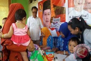Legislator serahkan bantuan biskuit kepada masyarakat
