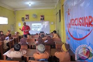 Tim mercusuar telkomsel sambangi sekolah di Palembang