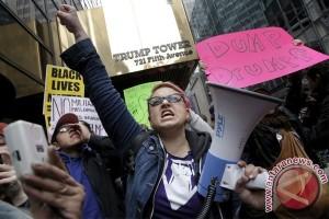 """""""Trump Tower"""" dijaga ketat setelah unjuk rasa"""