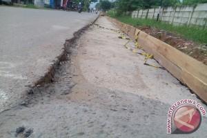 Jambi perbaiki kerusakan jalan arus mudik