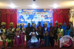 Mahasiswa asing meriahkan malam budaya Sriwijaya Internasional