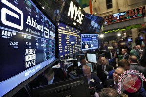 Wall Street berakhir bervariasi ketika musim laporan laba dimulai
