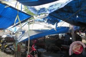 Pedagang Batu Akik Palembang prihatin lapak banyak bocor