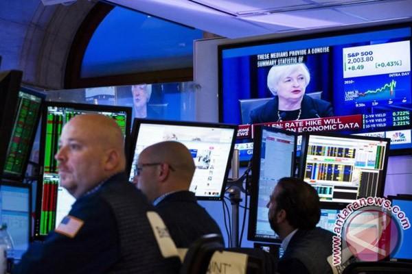 Wall Street menguat di tengah konferensi pers Trump